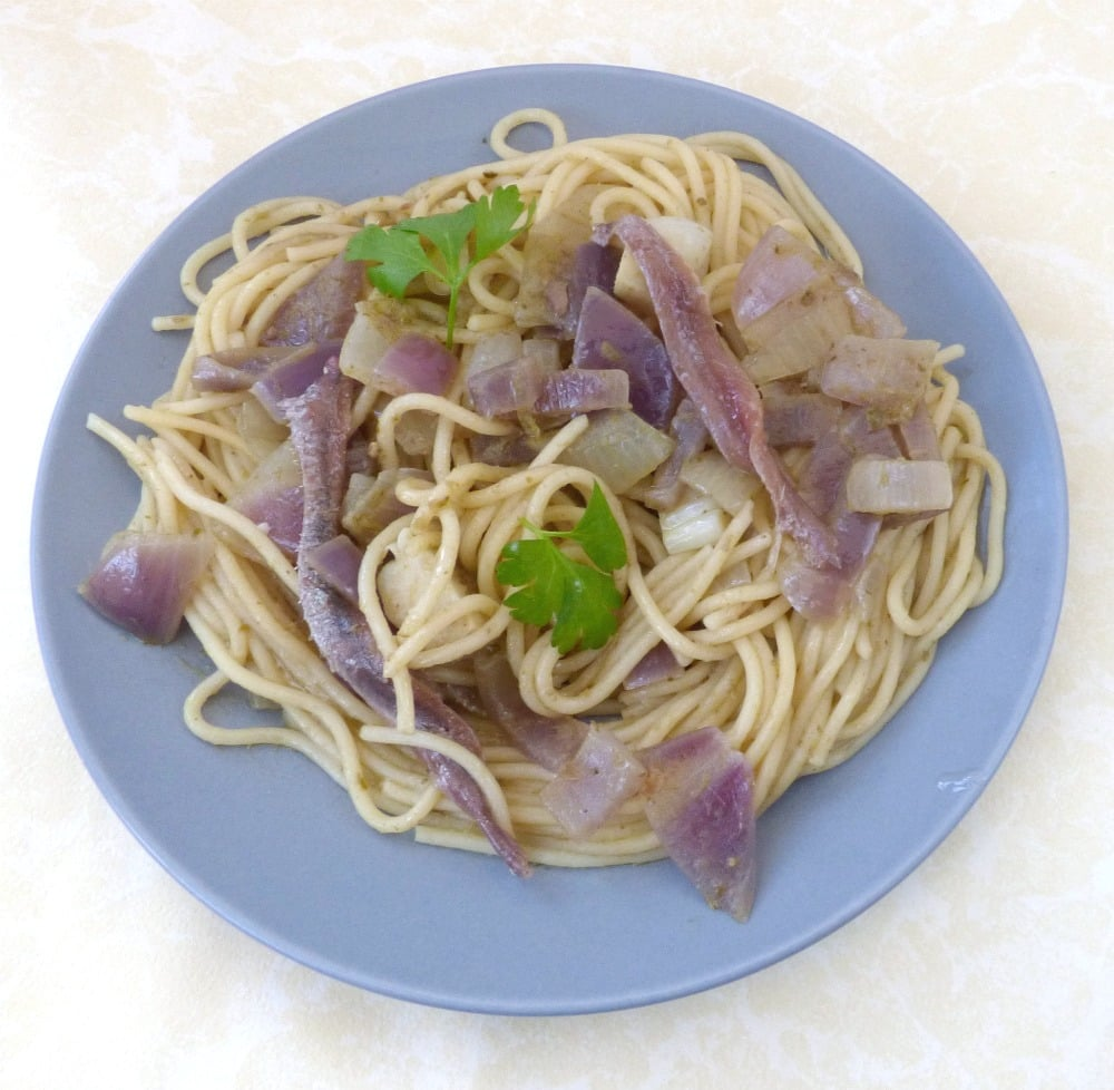 Anchovy Pasta Sauce with Pesto and Onion