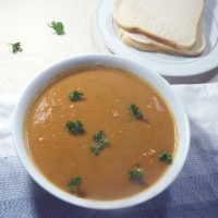Vegan african style peanut soup with chilli and sweet potatoes, from grubdujour.com